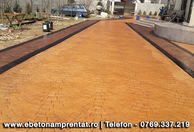 Drum de acces pavat cu beton amprentat